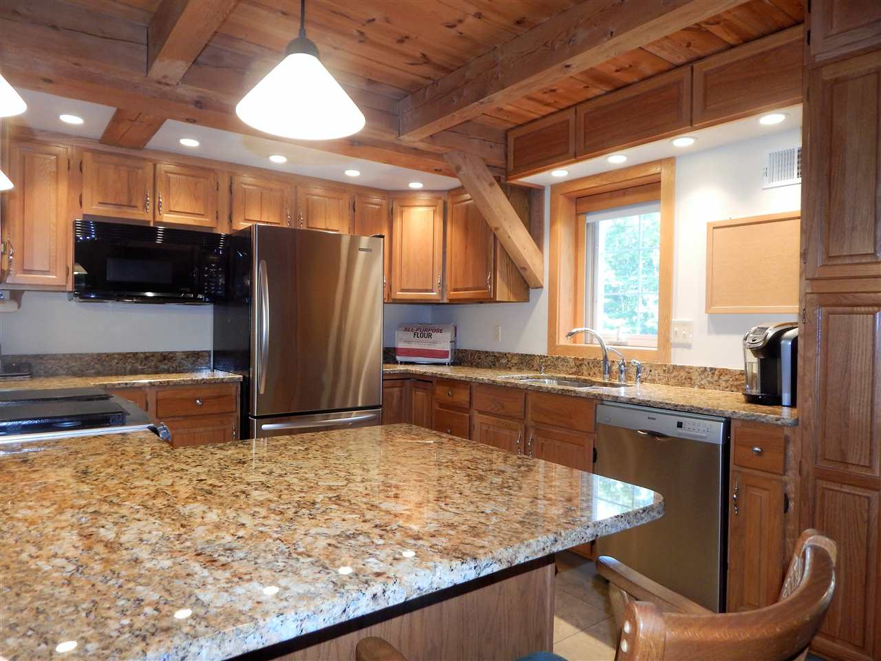 Updated Kitchen w/granite counters 10994587