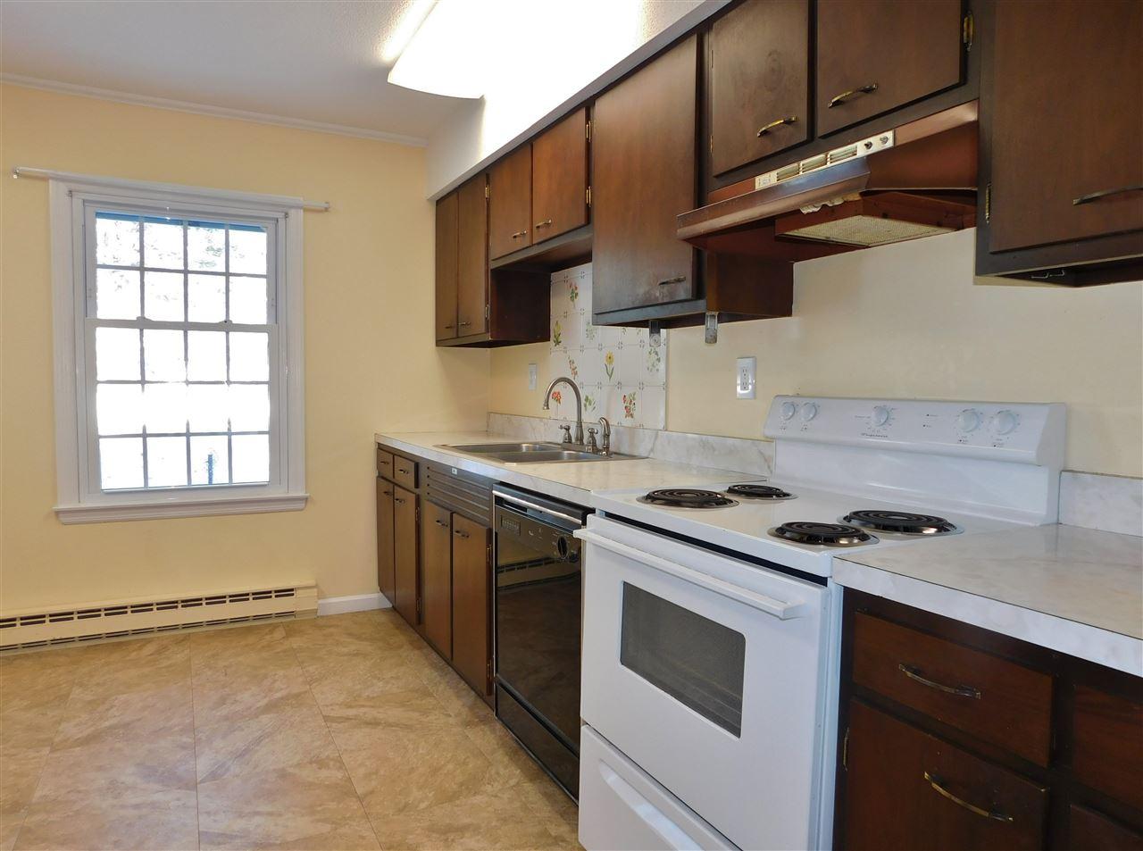Bright Kitchen 11410654