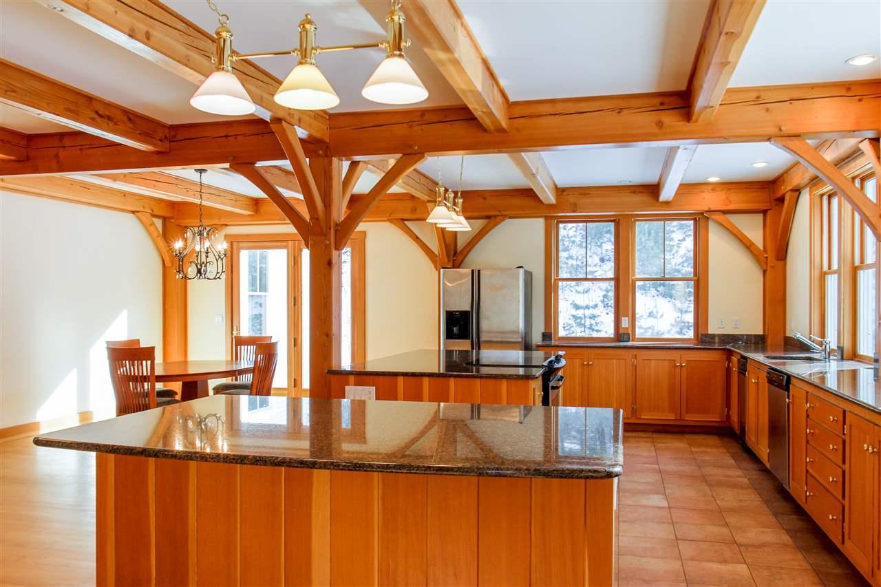 Large kitchen, 2 islands