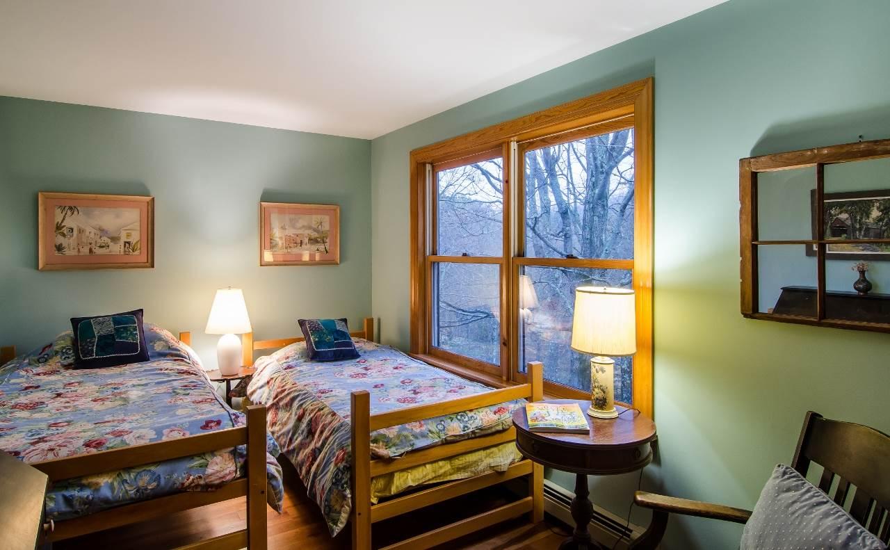 Master Bedroom 11425760