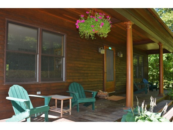 Screened porch 11425749