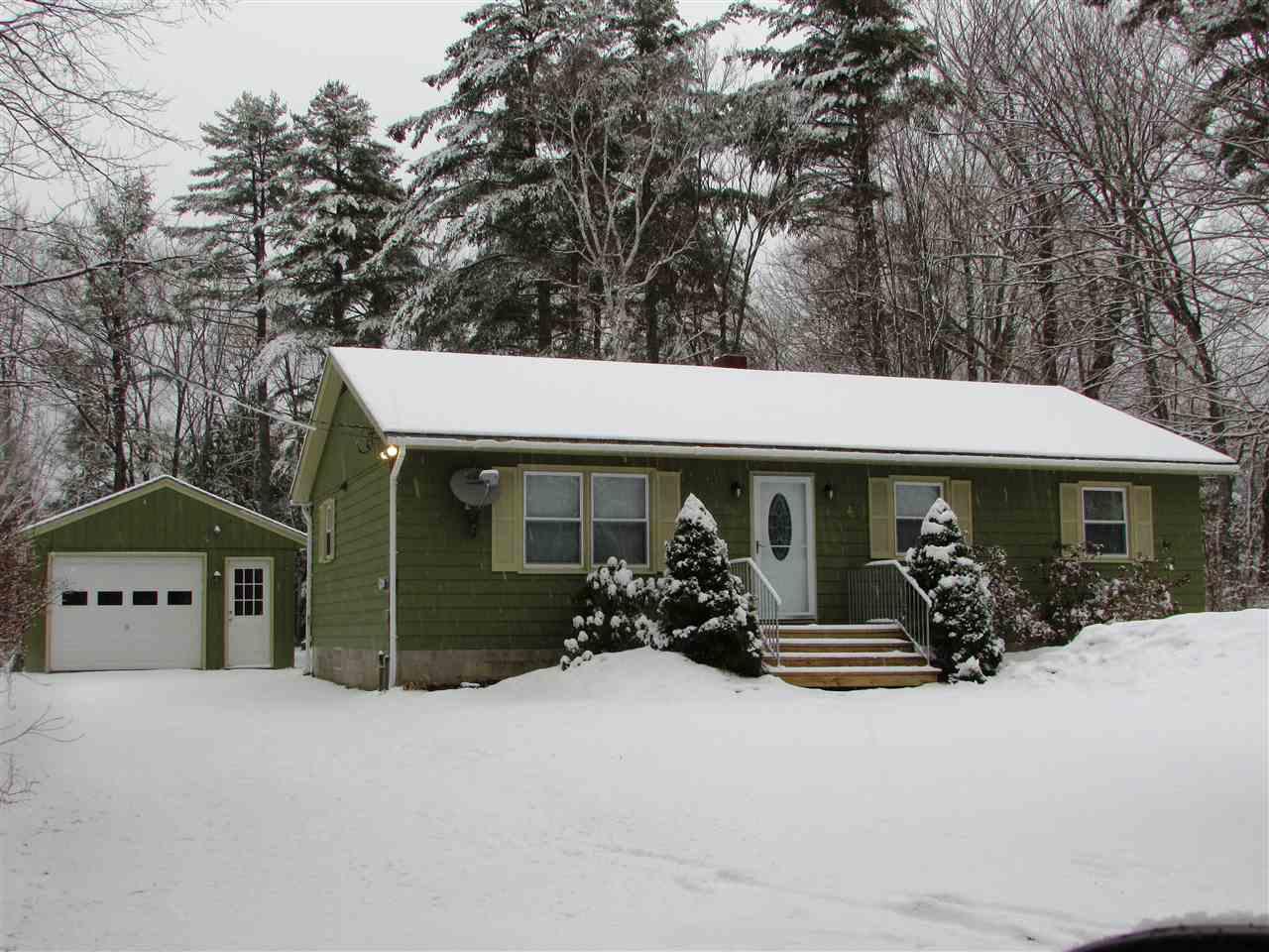 ORANGE NHLake House for sale $$189,900 | $174 per sq.ft.