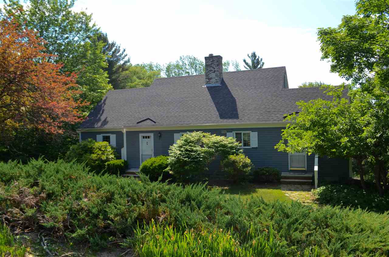 NEW LONDON NH Home for sale $$323,000 | $134 per sq.ft.