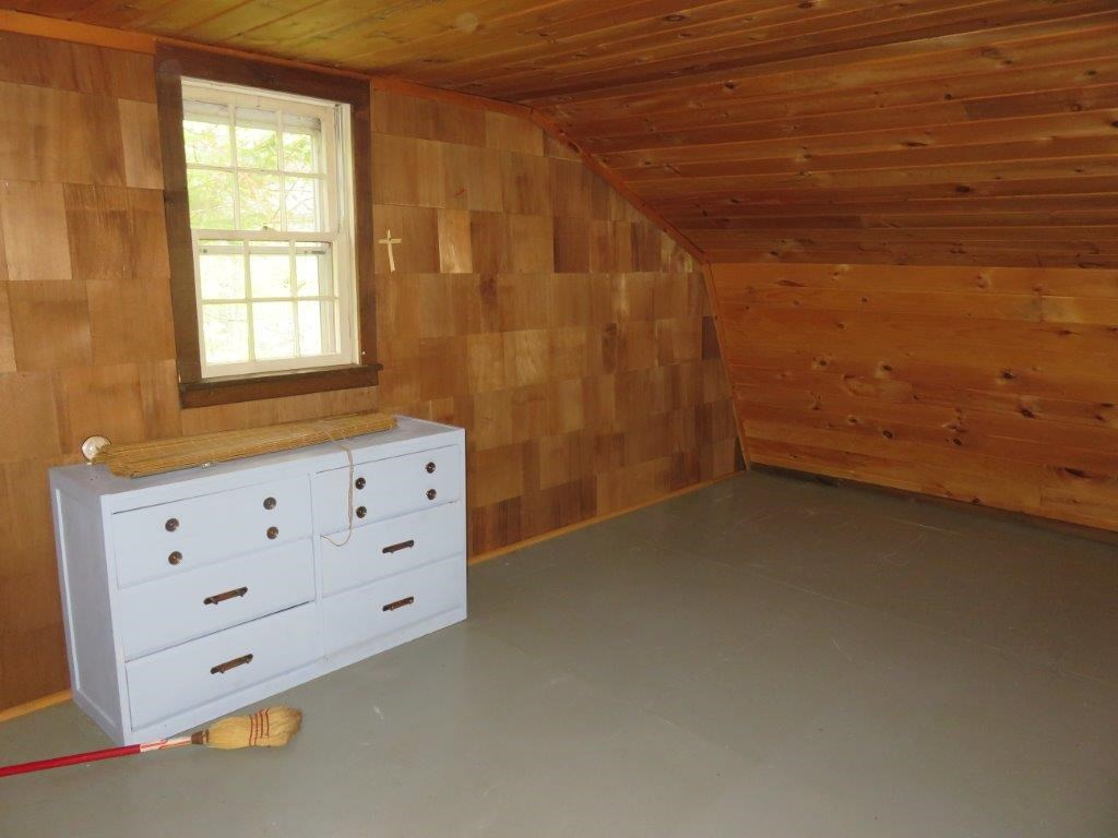 Knotty Pine Walls 11493555