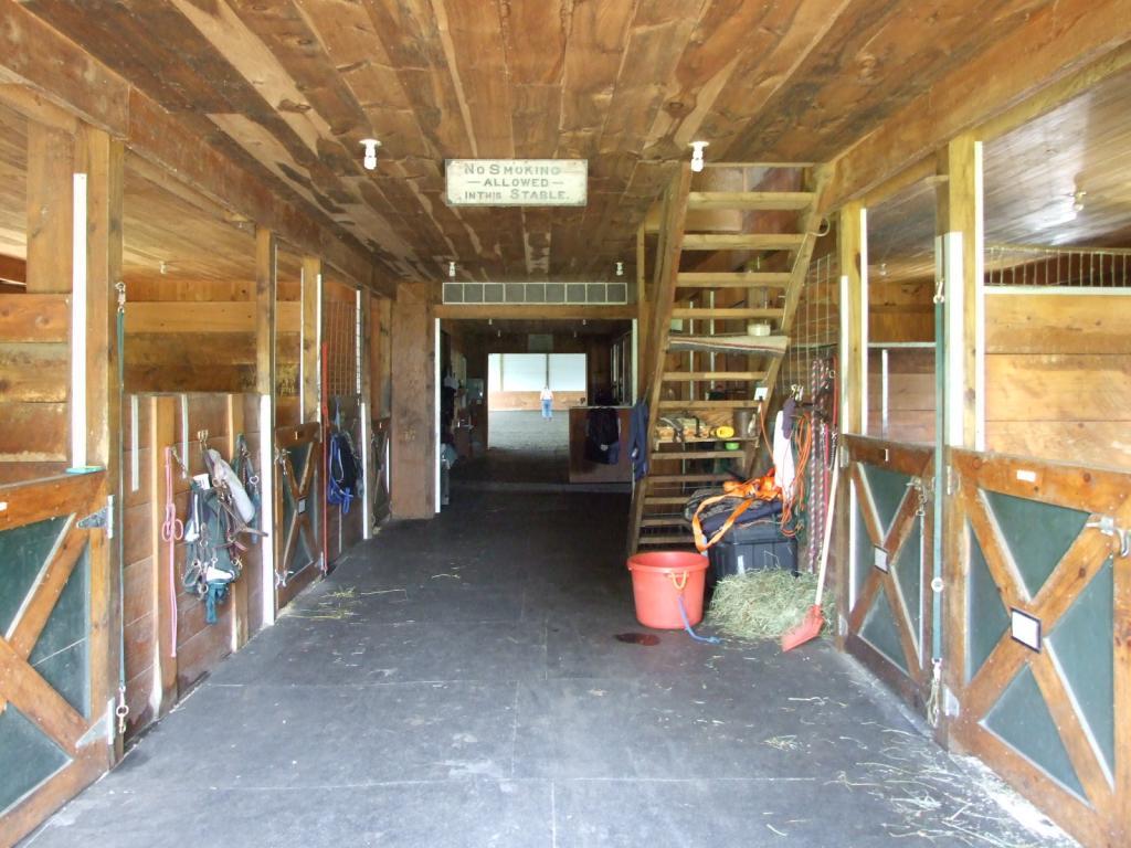 10 stalls and indoor arena 11552200