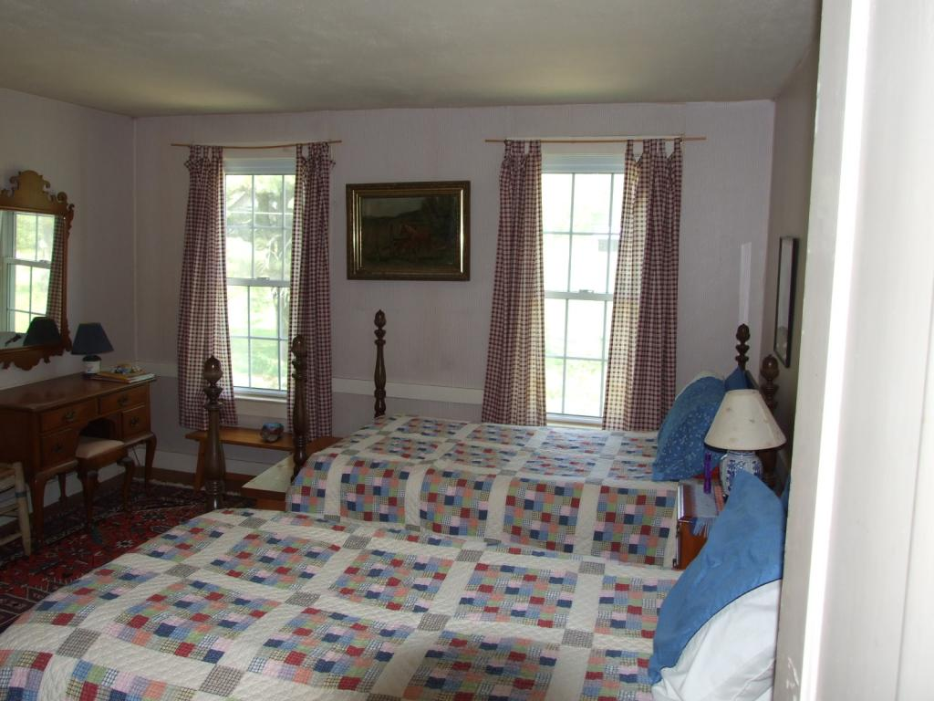 2nd bedroom 11552181
