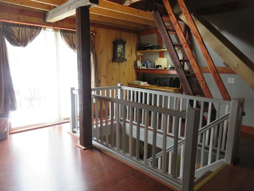 Staircase to the Master Bedroom 11554202