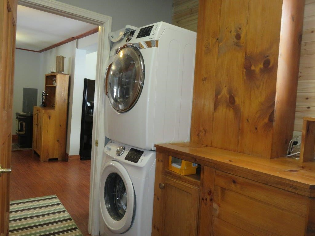 Washer/Dryer Included 11554193