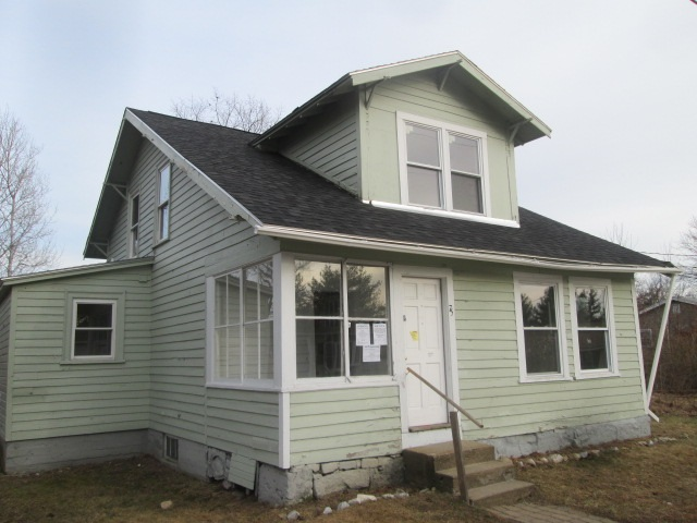 MANCHESTER NH Home for sale $$124,000 | $95 per sq.ft.