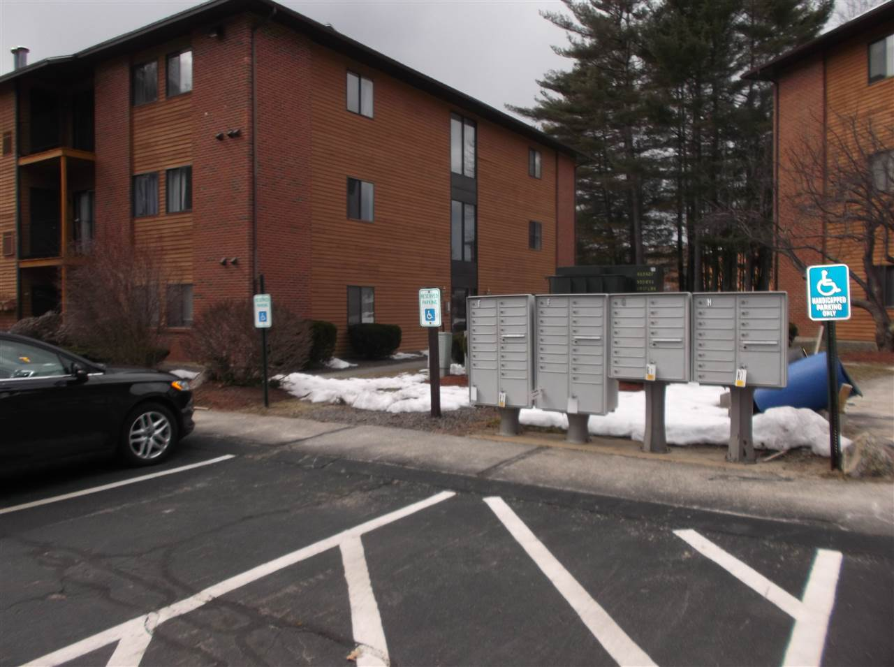 Nashua NH Condo for sale $List Price is $137,500