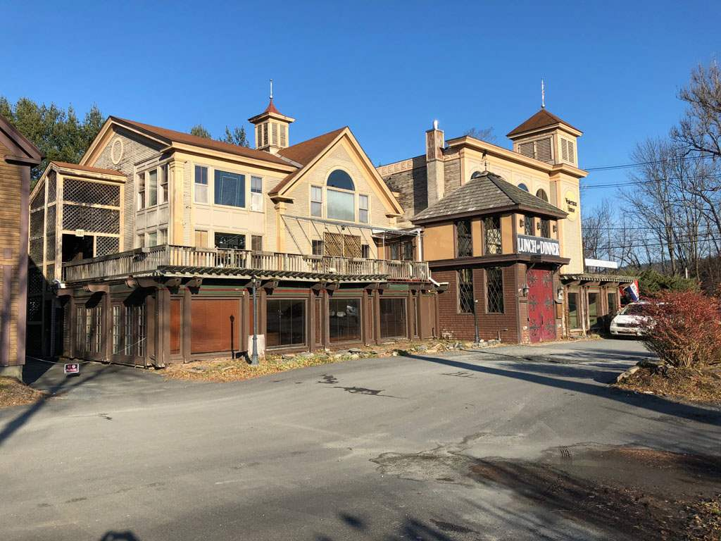 VILLAGE OF QUECHEE IN TOWN OF HARTFORD VT Commercial Lease for rent $Commercial Lease For Lease: $9 with Lease Term