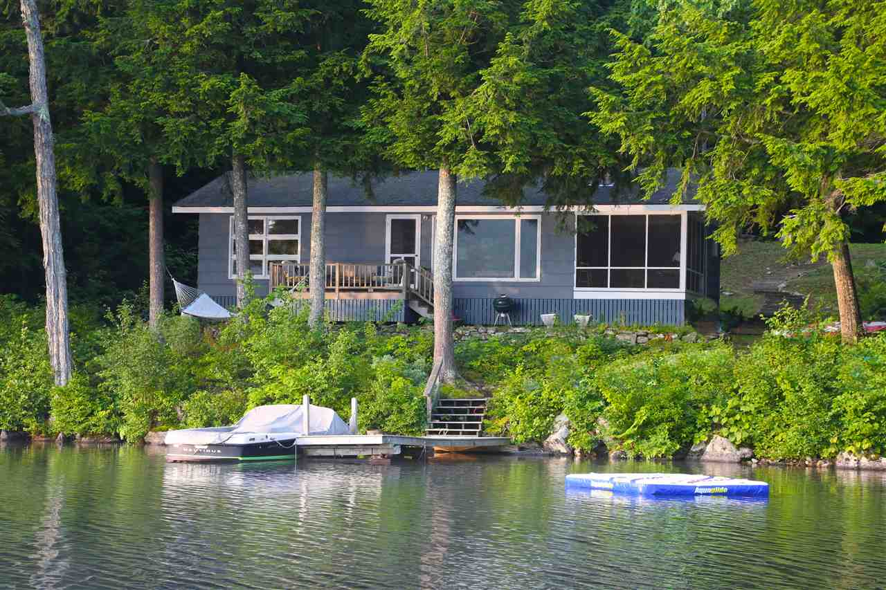 NEW LONDON NH Lake House for sale $$899,000 | $952 per sq.ft.