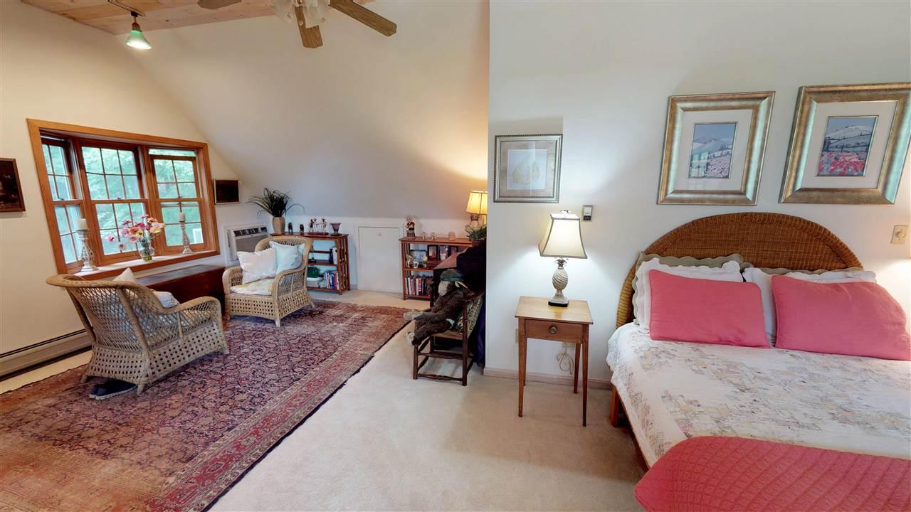 Master Bedroom Suite - Sitting Area 12096317