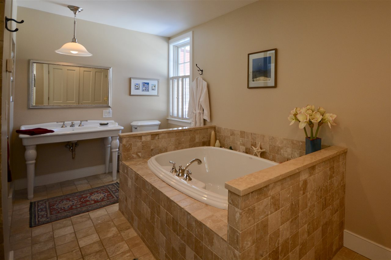 First-Floor Master Bath 11631750