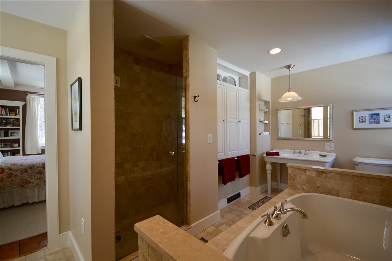 First-Floor Master Bath 11631751