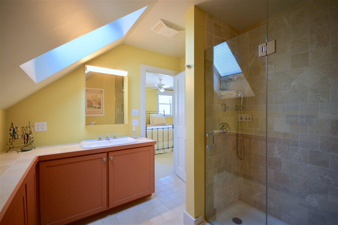 Upstairs Master Bath 11631754