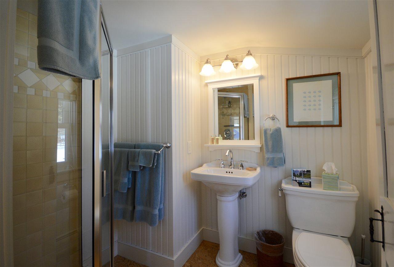 Guest Suite Bath 11631756