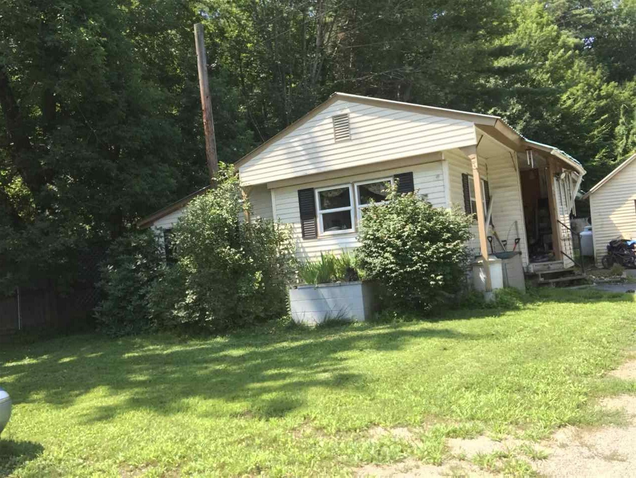 VILLAGE OF WILDER IN TOWN OF HARTFORD VT Mobile-Manufacured Home for sale $$74,900 | $102 per sq.ft.