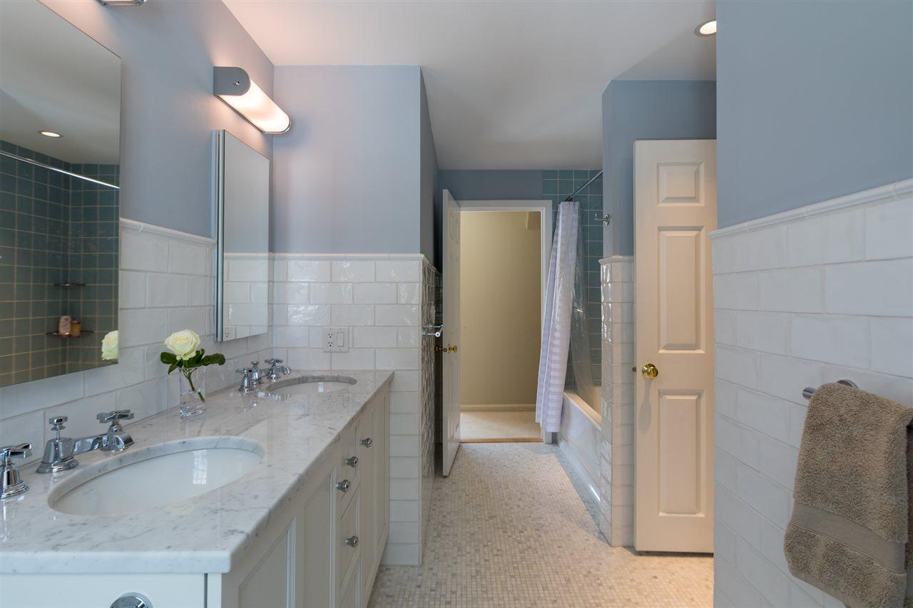 New tiled full bath