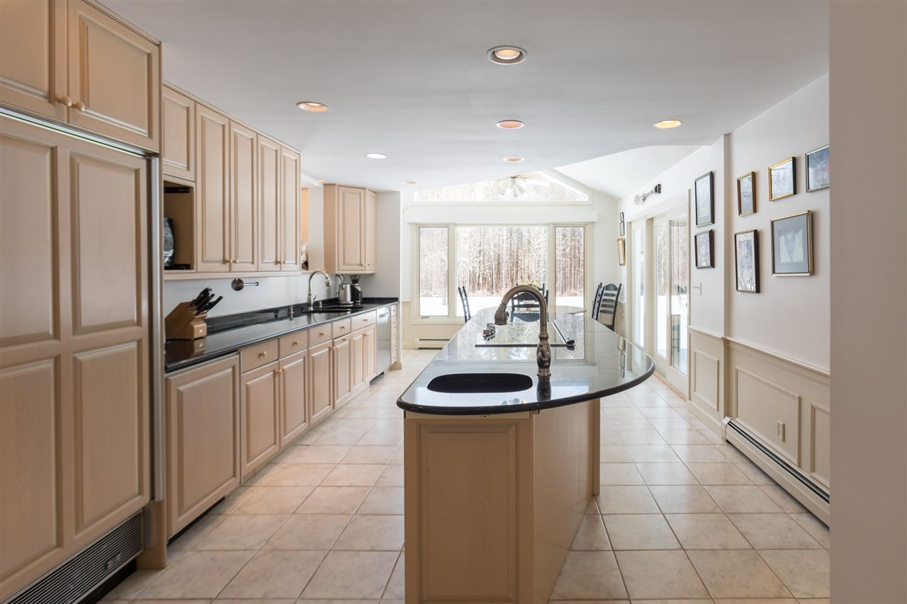 Well designed kitchen 11666671