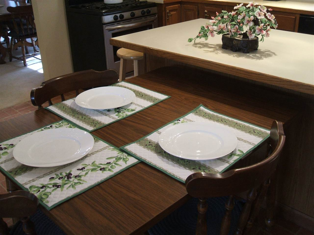 Eat-in Kitchen too! 11678871