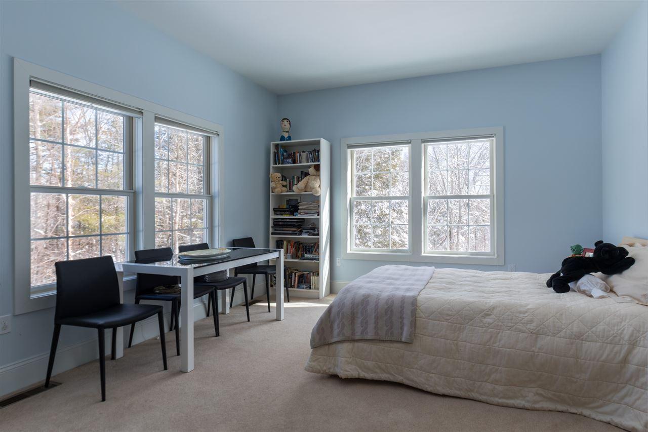 First floor bedroom with en-suite bath 11670835