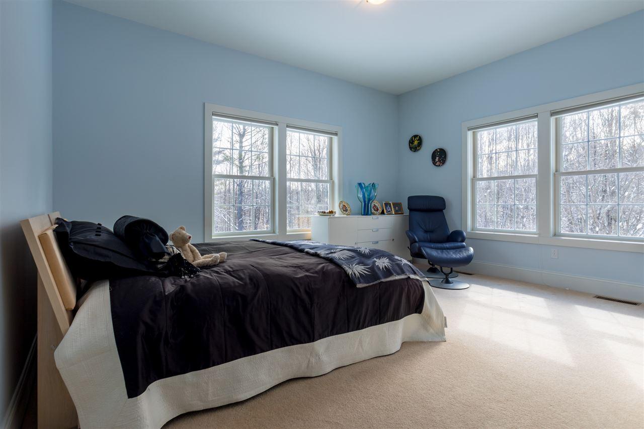 Second bedroom on first floor with en-suite full bath 11670839