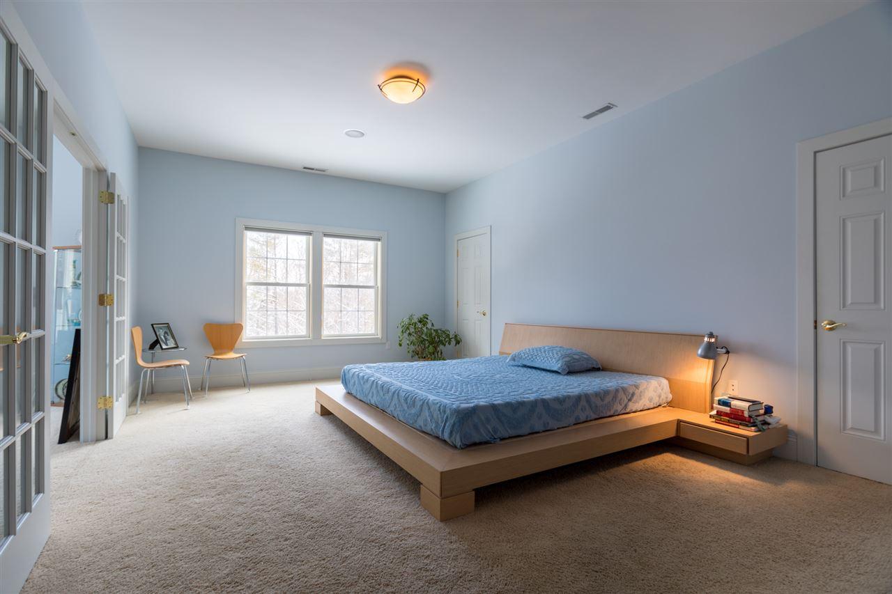 Large second floor bedroom 11670843