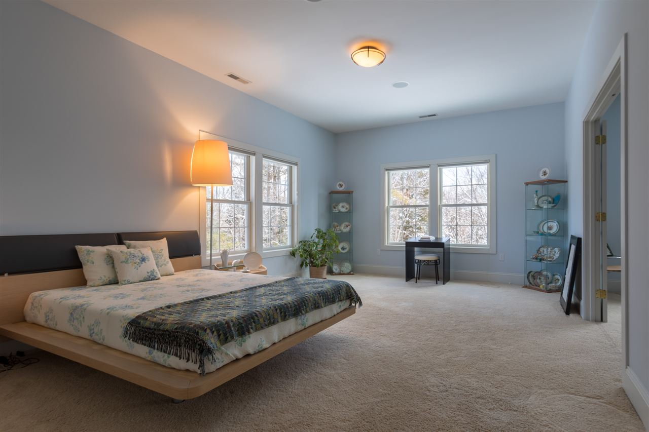 Second floor bedroom 11670846