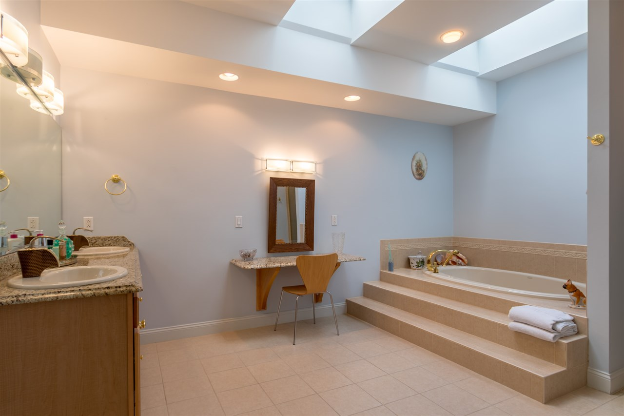 Second floor full bath with Jacuzzi tub and shower 11670847