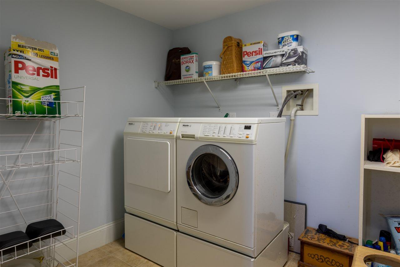 Lower level laundry room 11670853