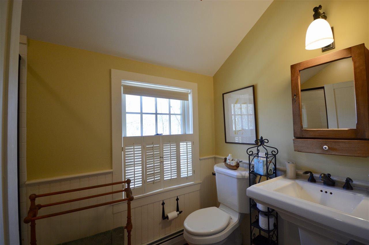 Guest Bath 2 11691518