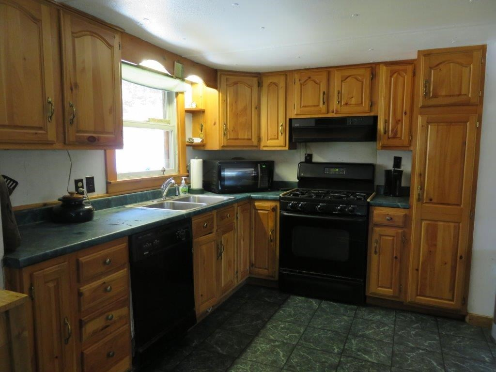 Great Cabinet & Counter Space 11759589