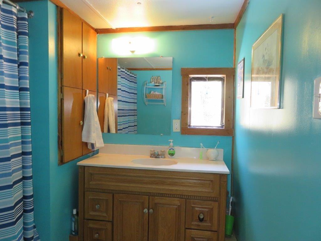 Full Bathroom 11759575