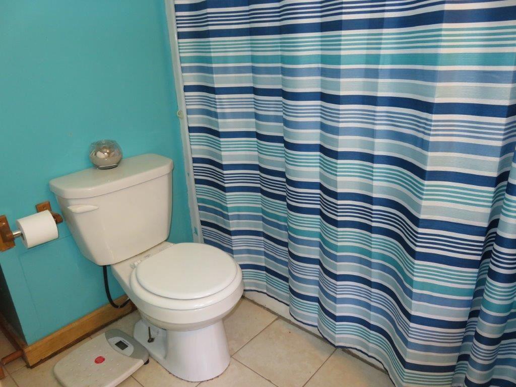 Full Bathroom 11759576