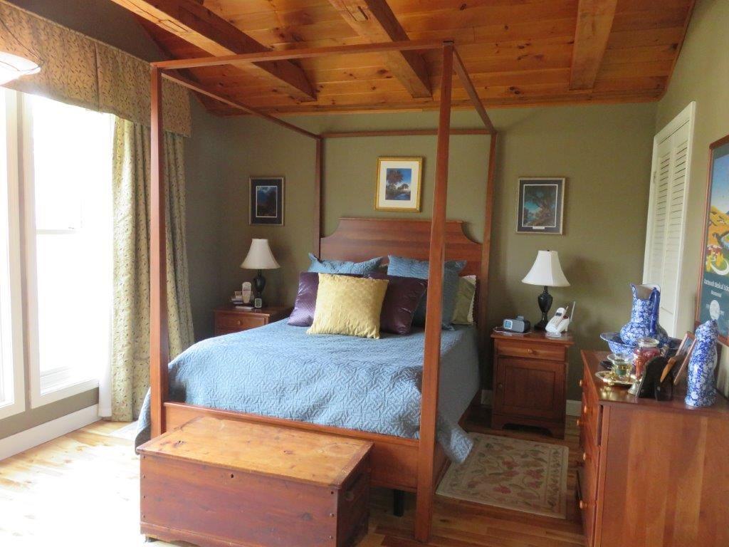 Master Bedroom 11795235