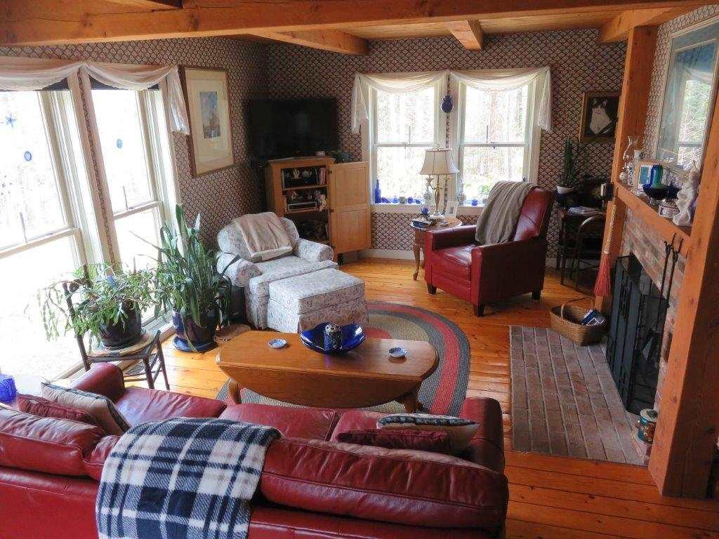 Spacious Living Room 11795244