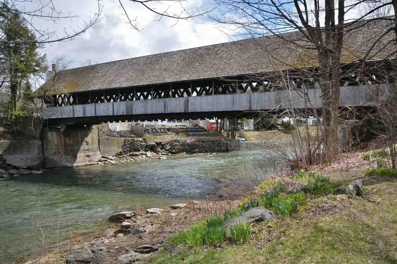 Middle Bridge 11807696