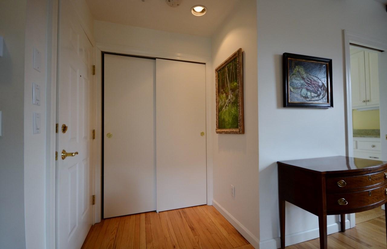 Entry & Closet 11807673