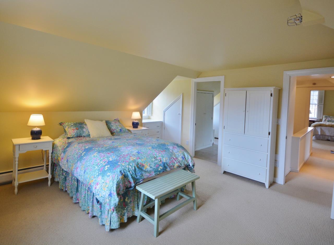 Master Bedroom 11807686