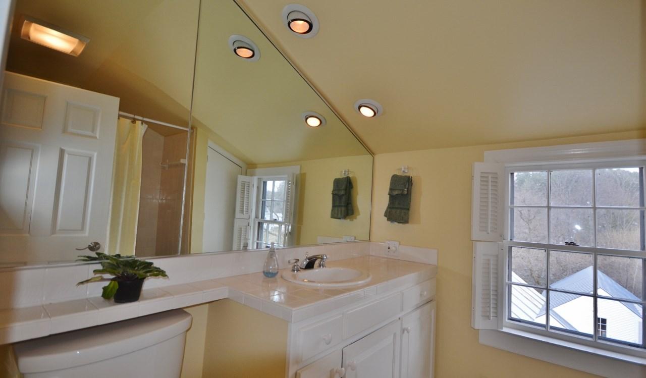 Hall Bathroom 11807666