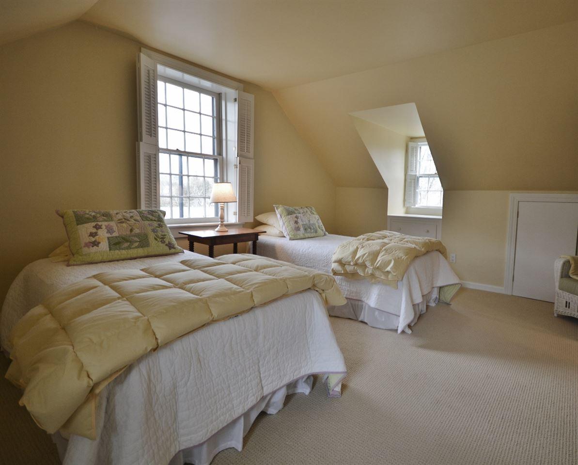 Guest Bedroom 11807691