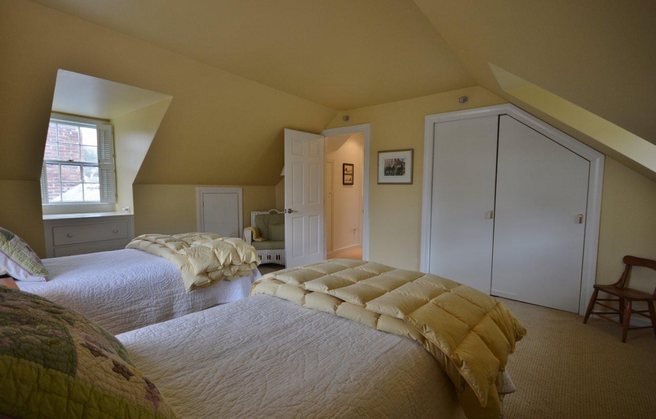Guest Bedroom Closet 11807692