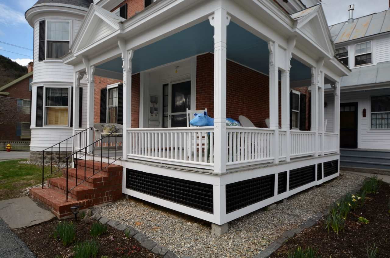 Common Covered Porch 11807698