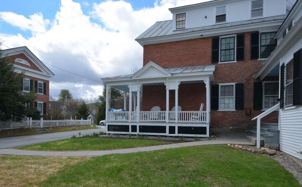 Common Porch 11807662