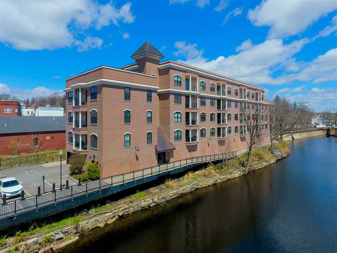 Nashua NHCondo for sale $List Price is $289,900
