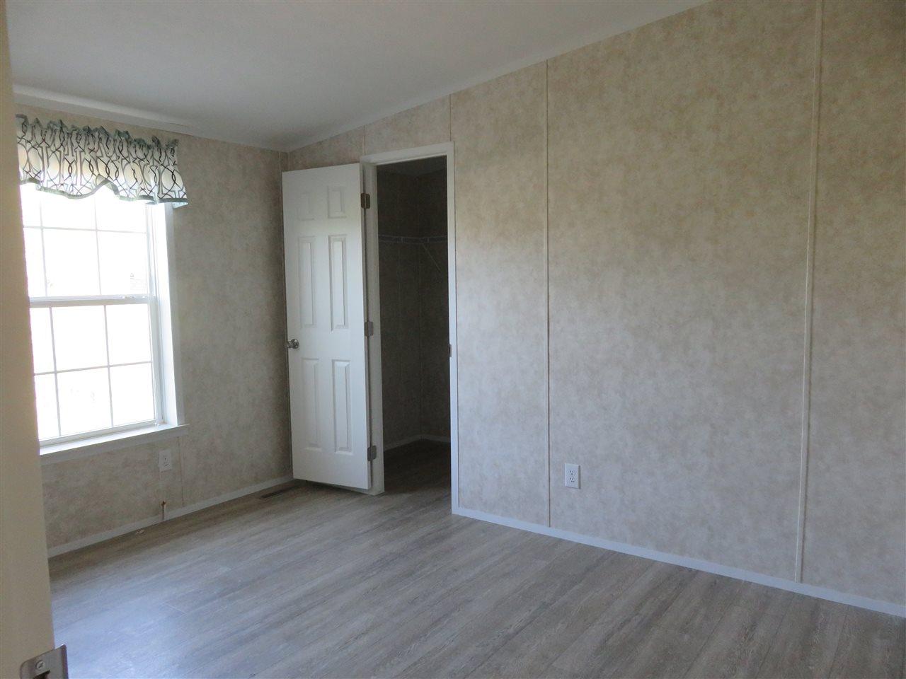 Bedroom 12325612