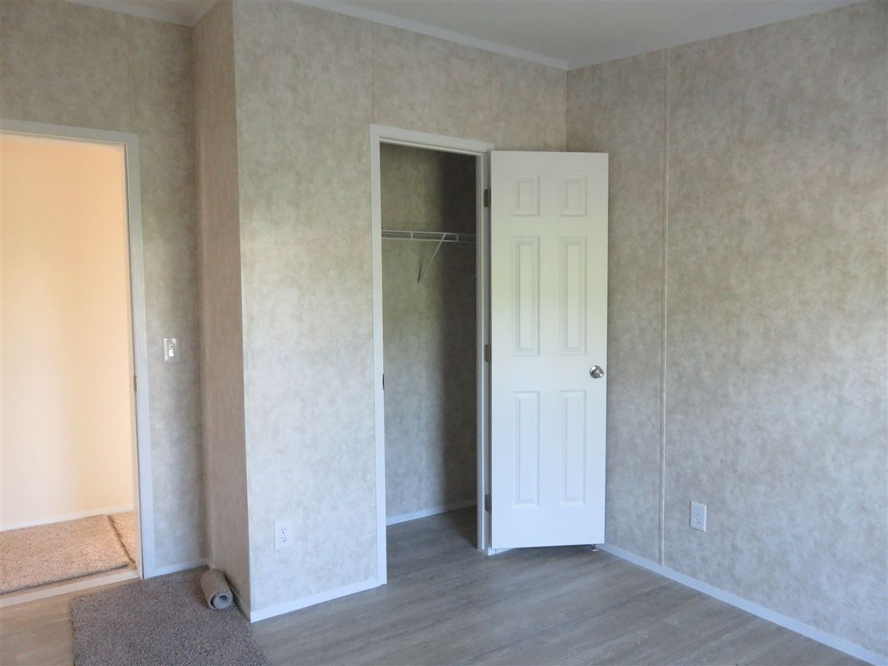 Bedroom Closet 12325598
