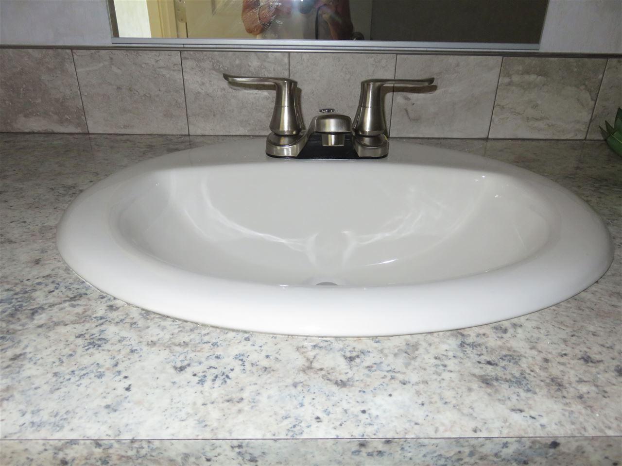 Porcelain Sink 12325645