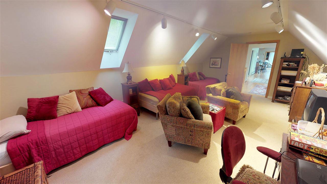 The bonus room 11875341